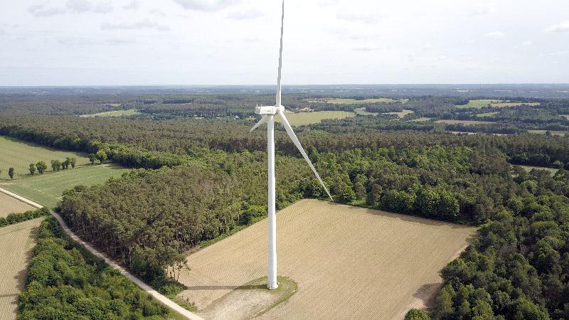 Eolienne-la-gacilly-bretagne-drone-bien-plus-haut